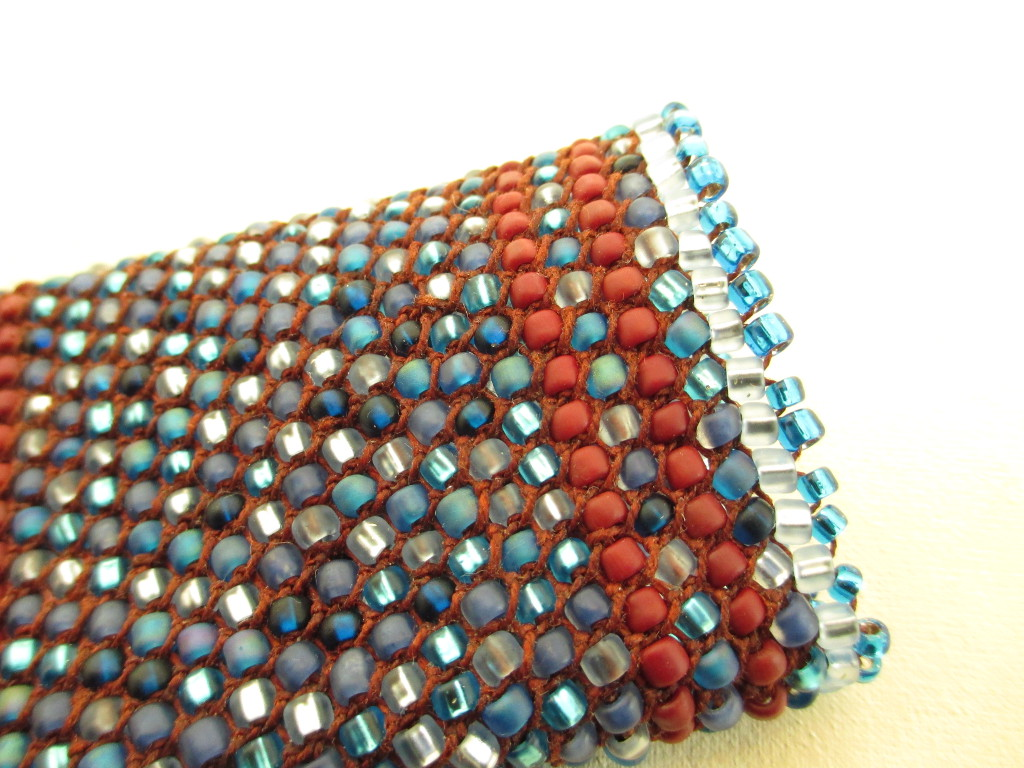 Picot edging used on mosaic bead looping pouch by Donna Kallner
