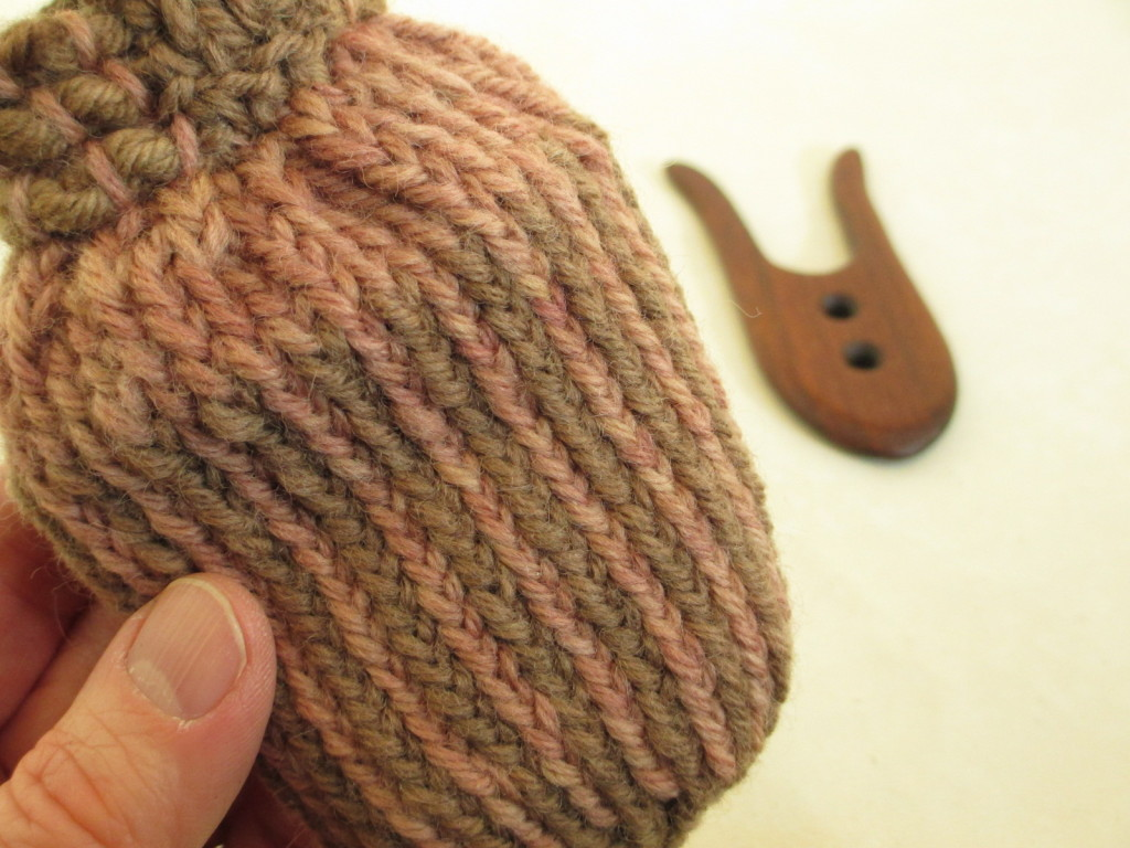 Two-color cross-knit looping pouch for my lucet.