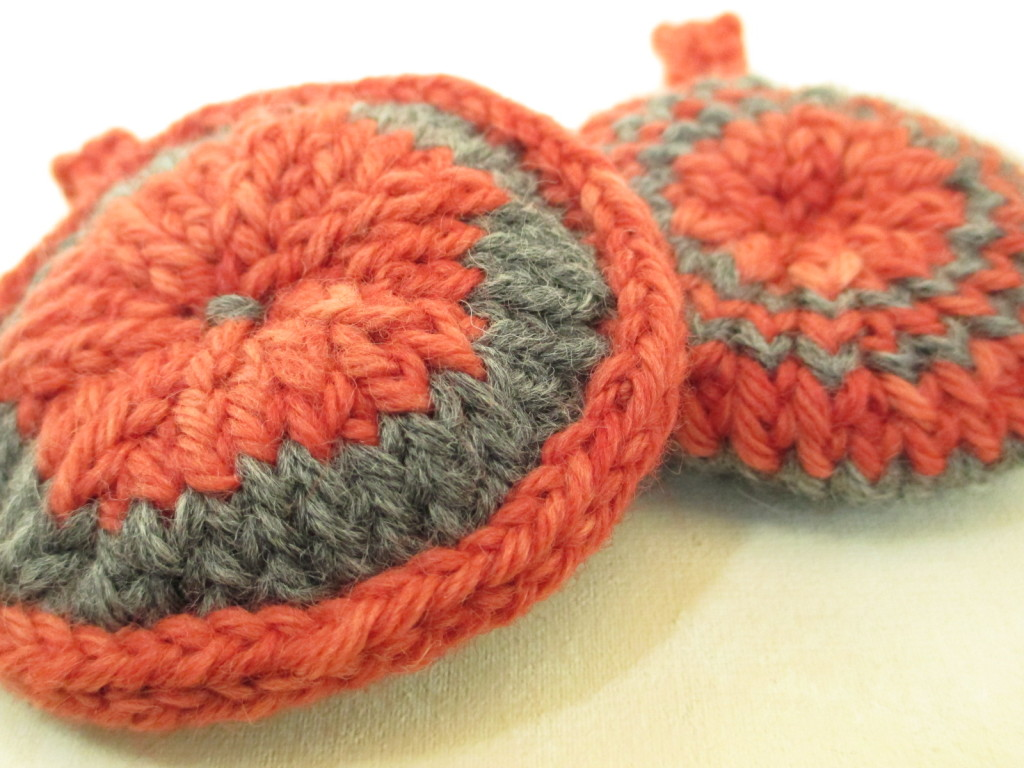 Donna Kallner -- cross-knit looping with cross-knit edging