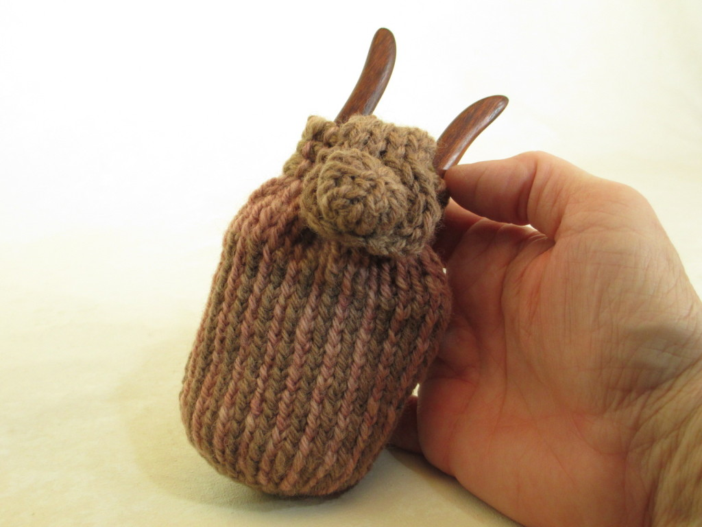 Two-color cross-knit looping lucet pouch.