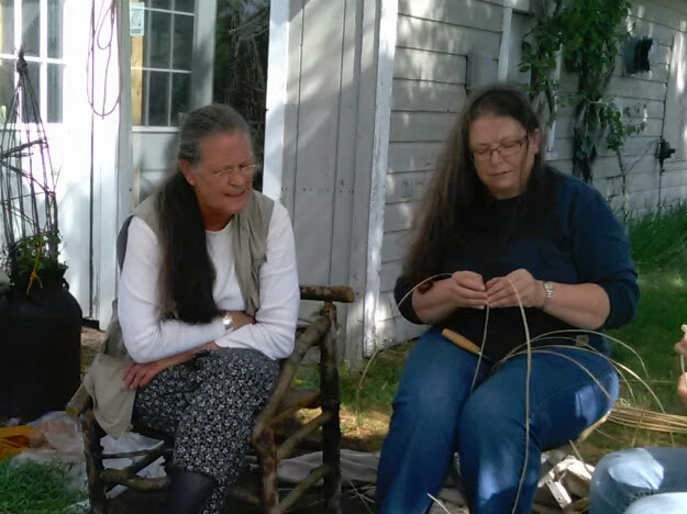 Dawn Walden coaching Poppy Hatinger on willow skeining.